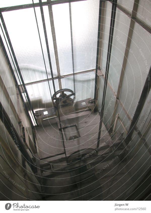 Fahrstuhlschacht Licht Elektrisches Gerät Technik & Technologie alt Elevator old light Drahtseil steel cable wheel