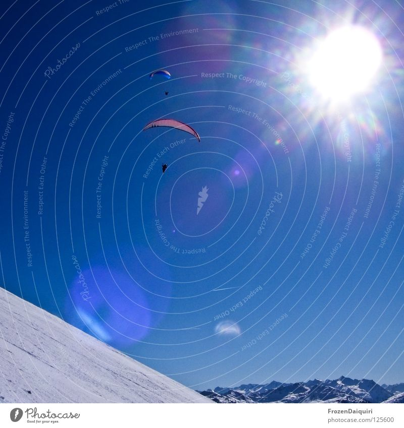 paraglider 1 Natur Himmel weiß Sonne blau rot Winter Sport Schnee Berge u. Gebirge Flugzeug Verkehr Technik & Technologie Güterverkehr & Logistik Strahlung