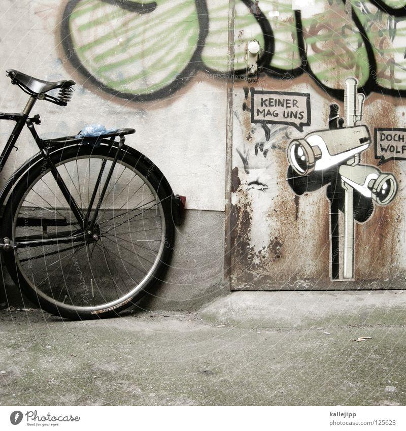 ich mag dich Fahrrad Oldtimer Rad Hinterhof Gitter Einfahrt Abstellplatz Billig ökologisch Klimaschutz Gummi Silhouette Ständer Mauer Rücklicht Video