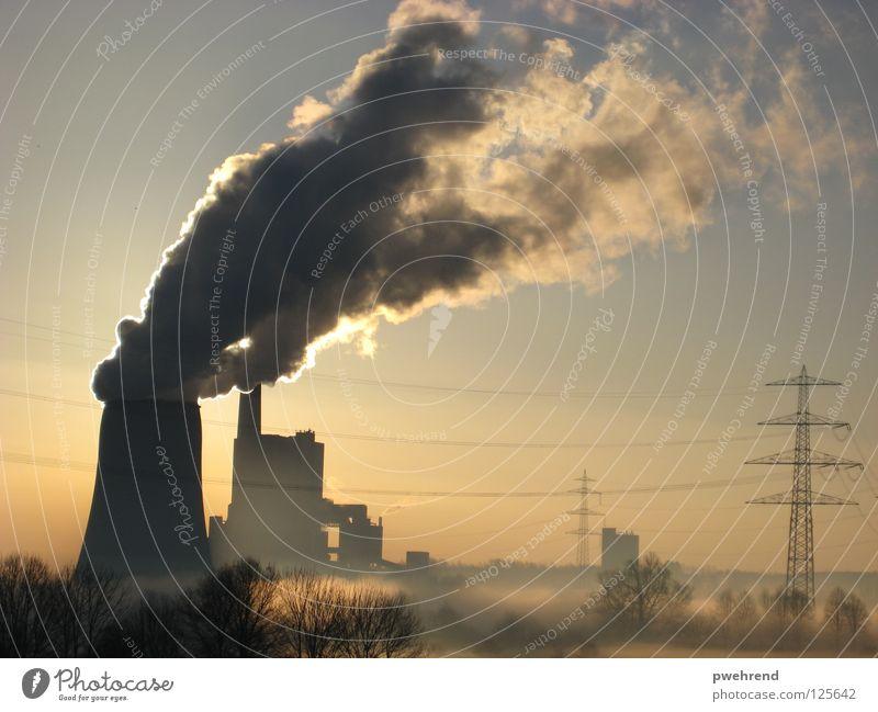 Früh morgens II Wolken Nebel Elektrizität Gegenlicht Morgen ruhig Strommast Himmel Stromkraftwerke Sonne Energiewirtschaft Rauch Industriefotografie
