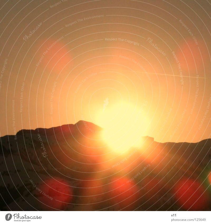 Sonnenaufgang Himmel Natur rot Sonne gelb Graffiti Berge u. Gebirge Lampe Beleuchtung Zeit Wetter neu Ecke Schönes Wetter Schweiz Quadrat