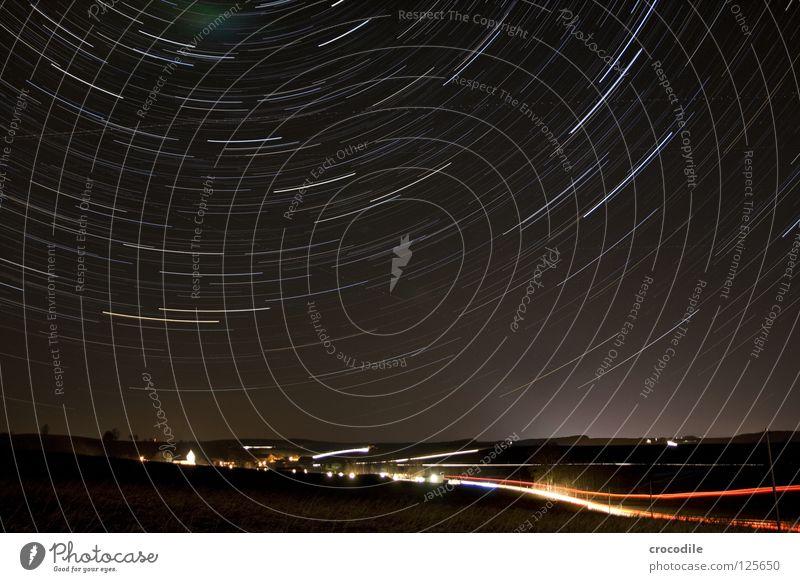sternenstrudel über niederbayern Drehung dunkel Niederbayern Dorf Stadt fahren Licht Beleuchtung Kirchturm Sternbild Polarstern mehrfarbig Langzeitbelichtung