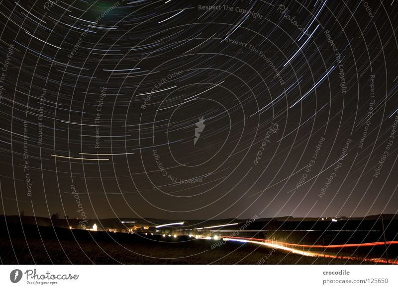 sternenstrudel über niederbayern Himmel Stadt schön dunkel Beleuchtung Bewegung fliegen PKW Erde Stern Eisenbahn fahren Dorf Drehung Sternenhimmel Kirchturm