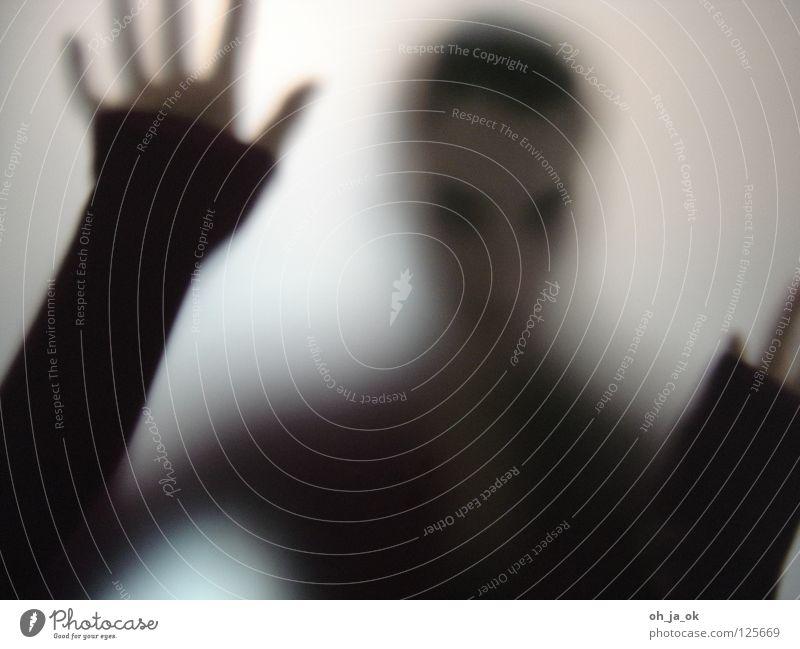 3 Frau Hand schwarz Einsamkeit Glas Vergänglichkeit Fensterscheibe Verlauf