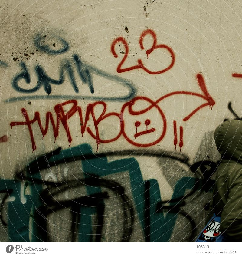 HELLO FROM DRESDEN. FOR TURBO [AND LITTLE MADO] Mensch Stadt rot Farbe Gesicht Umwelt gelb Wand Leben Graffiti Stil Kunst Raum rosa dreckig frisch