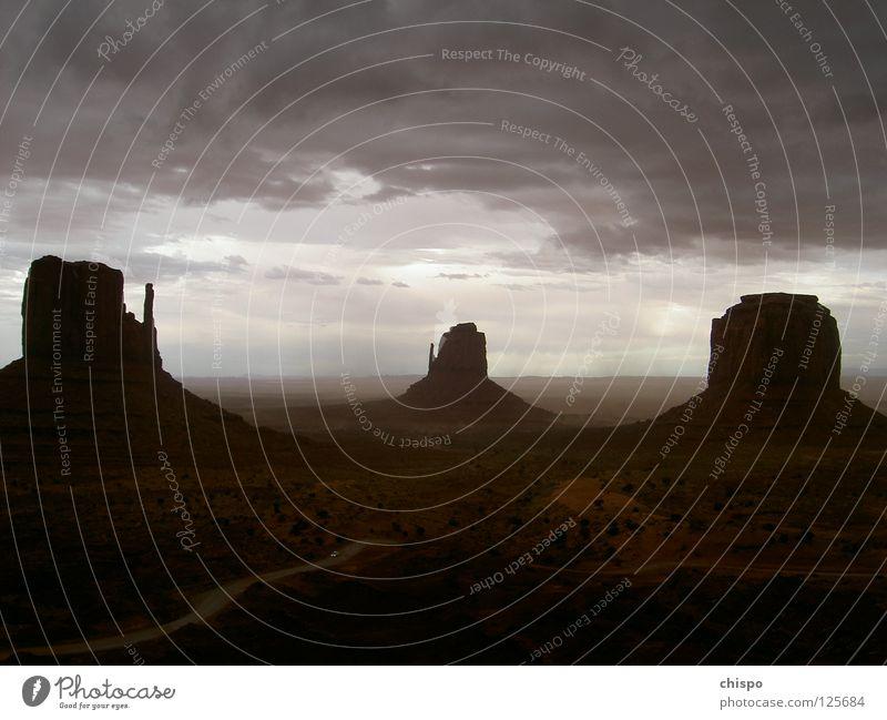 storm escape Sturm Stimmung Donnern Amerika Nationalpark Einsamkeit Gewitter Monument Valley PKW Flucht Ferne USA