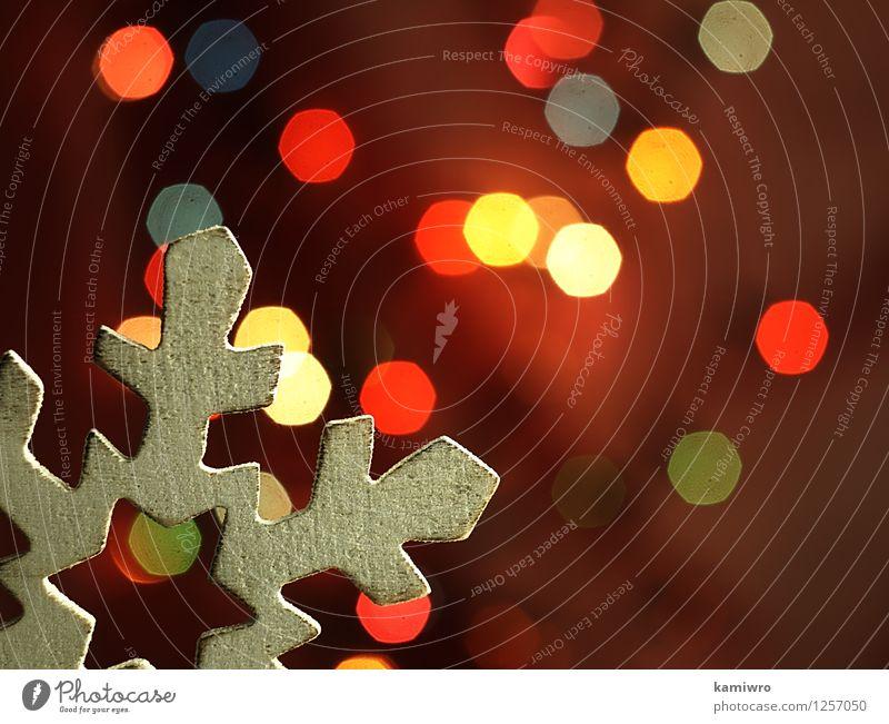 Holz Schneeflocke und Weihnachtsbeleuchtung. Weihnachten & Advent grün schön Farbe rot Winter Glück Feste & Feiern hell glänzend Design Dekoration & Verzierung