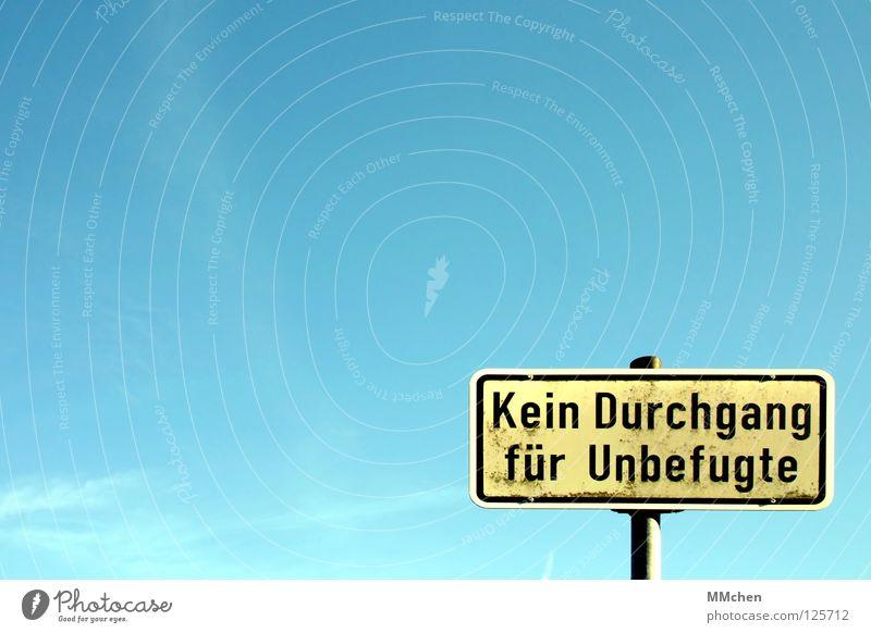 Nachricht von Petrus Hölle Wetter Wolken azurblau weiß Verbote Barriere geschlossen Hinweisschild Himmel Straßennamenschild Schilder & Markierungen