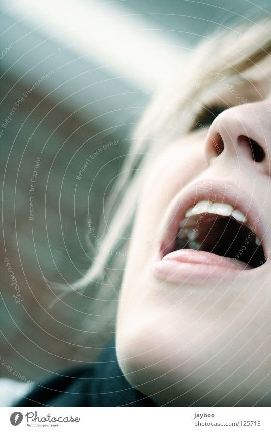 Ärger? Wut Stress Frau blond schreien singen Lippen Mund Nase Zunge Schalen & Schüsseln Haare & Frisuren Zähne