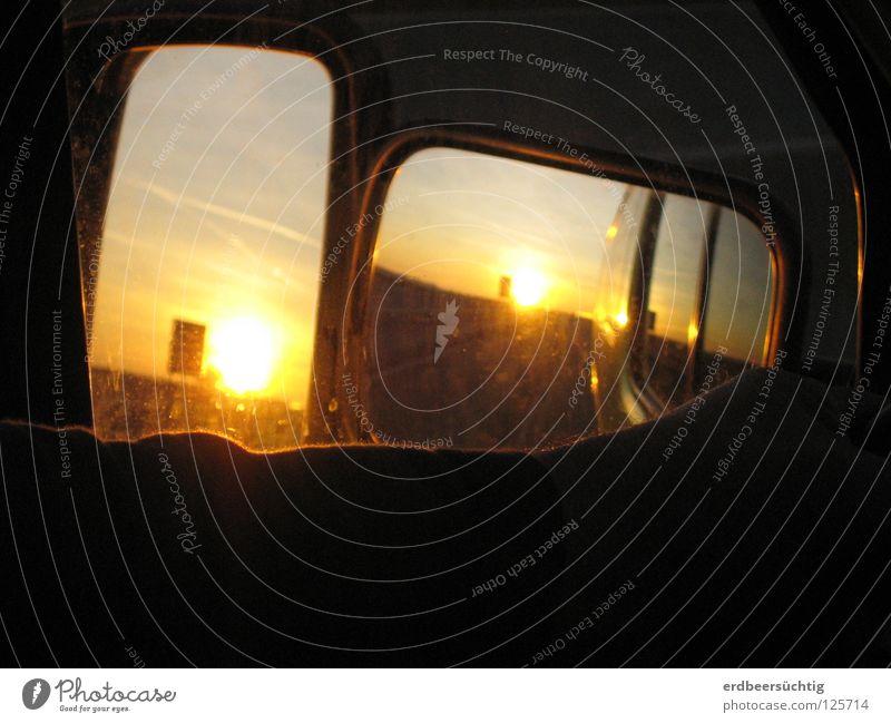 road movie Reflexion & Spiegelung Sonnenuntergang Licht Glut fahren Verkehrswege Detailaufnahme PKW Schatten orange Himmel Straße Wege & Pfade Arme Amerika