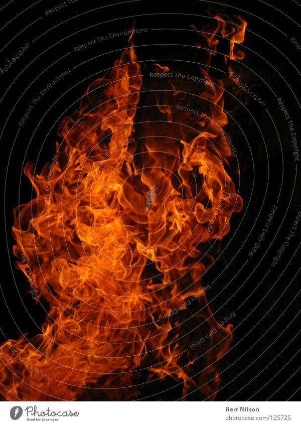 Fire in the sky Feuer Wärme dunkel heiß hell rot schwarz brennen Brand Flamme Stichflamme Teile u. Stücke Funken Licht Menschenleer Brandgefahr hoch entzünden