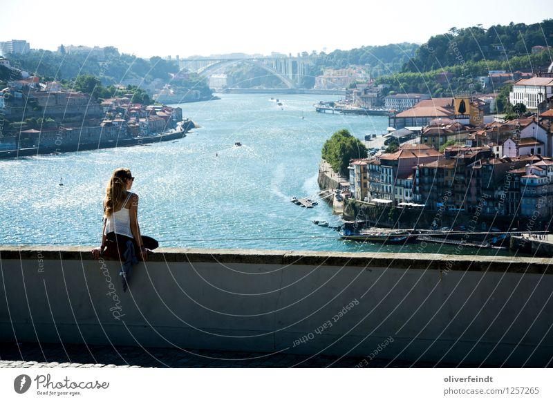 Porto I Mensch Natur Ferien & Urlaub & Reisen Jugendliche Stadt Sommer Erholung Ferne 18-30 Jahre Erwachsene Umwelt feminin Freiheit Horizont Freizeit & Hobby