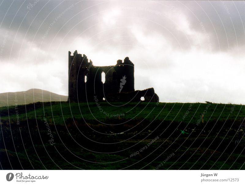 Schlossruine, Irland Ruine Gegenlicht Wolken grau Insolvenz Himmel historisch Burg oder Schloss castle Republik Irland back light clouds sky grey