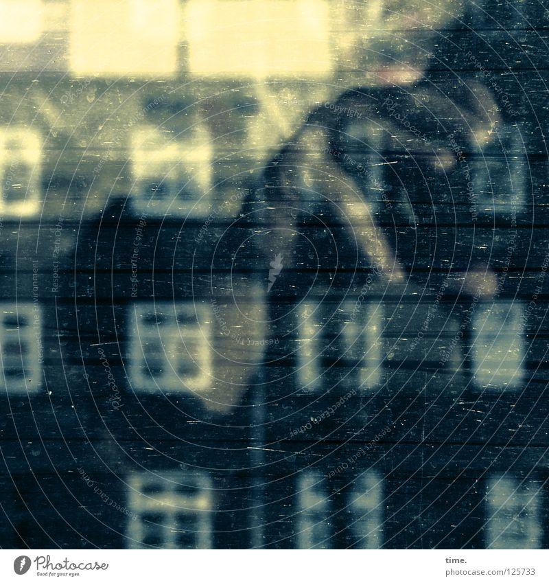 Leaving Home Going South Hand Haus Fenster träumen Fotografie Kunst Eisenbahn Kommunizieren Filmindustrie Kultur Backstein Statue Fotografieren Fantasygeschichte