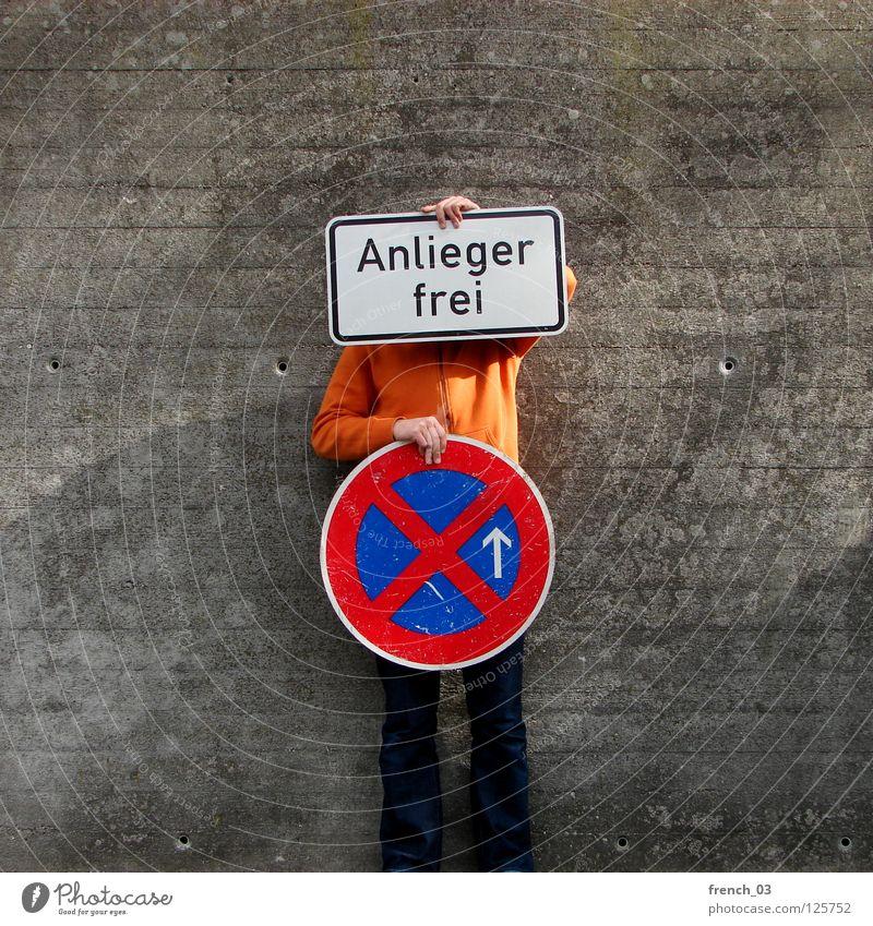 residents only II Mensch blau Hand weiß schön rot Wand Freiheit grau Mauer Beine Linie orange Deutschland Arme warten