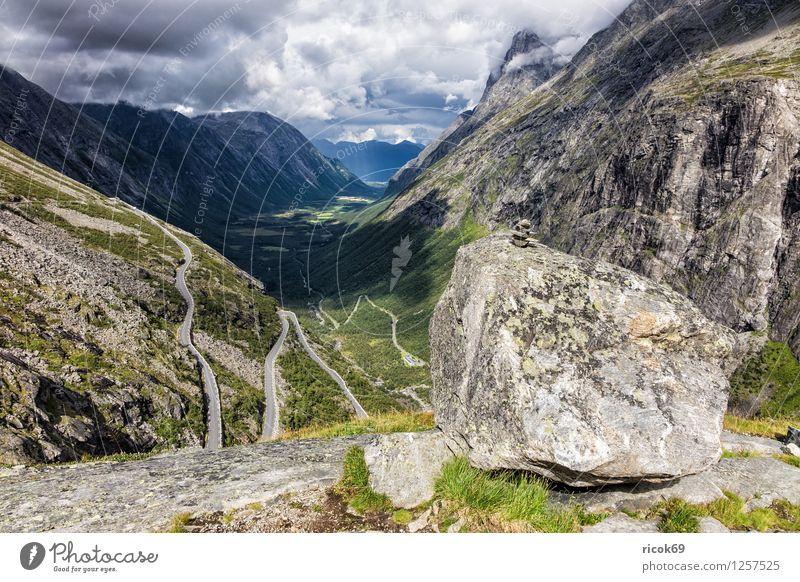 Trollstigen Erholung Ferien & Urlaub & Reisen Berge u. Gebirge Natur Landschaft Wolken Idylle Norwegen Møre og Romsdal Reiseziel Himmel Skandinavien Farbfoto