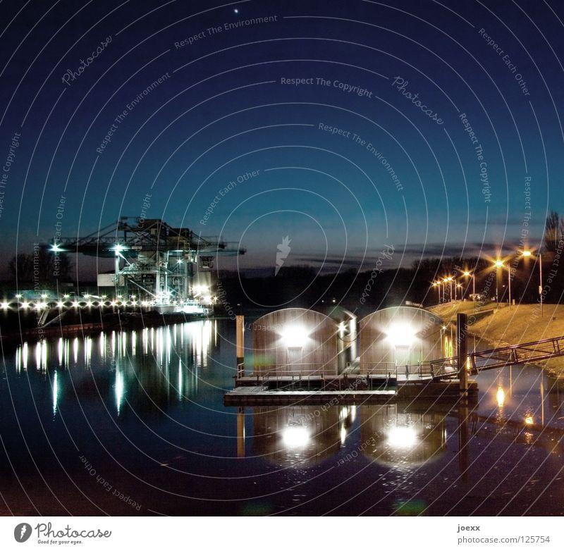 Hafen Abend Abenddämmerung Ankerplatz Bootshaus Fluss Garage Horizont Langzeitbelichtung Liegeplatz Neonlicht Sonnenuntergang Elektrizität Wasserstraße