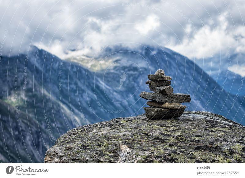 Berge in Norwegen Erholung Ferien & Urlaub & Reisen Berge u. Gebirge Natur Landschaft Wolken Stein Idylle Stapel Møre og Romsdal Reiseziel Himmel Skandinavien