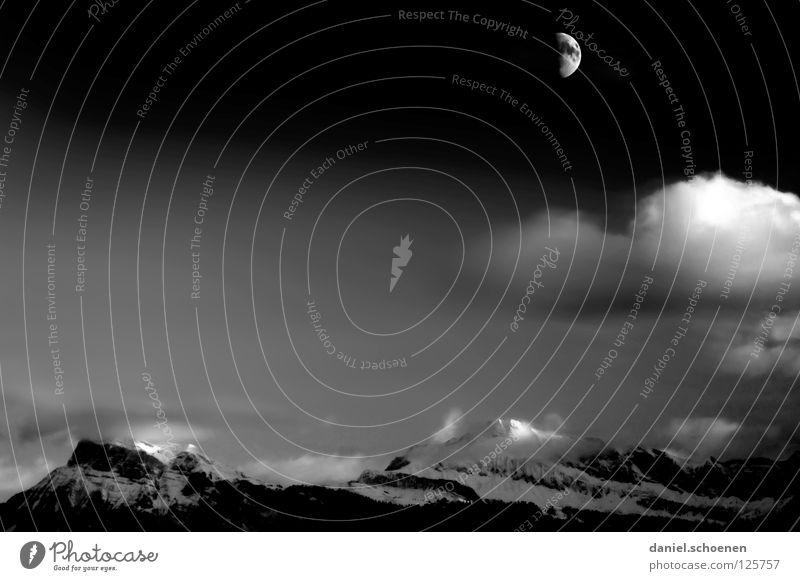 Halbmond in SW weiß schwarz Wolken Farbe kalt Schnee Berge u. Gebirge Luft Eis wandern Nebel Hintergrundbild Wetter Freizeit & Hobby Klima Schweiz