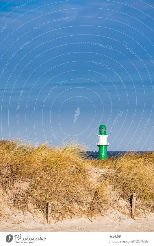 Düne in Warnemünde Erholung Ferien & Urlaub & Reisen Strand Meer Natur Landschaft Wolken Wind Sturm Küste Ostsee Leuchtturm blau gelb grün Tourismus Molenturm