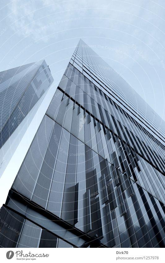 Top of the Western World Himmel Einsamkeit Wolken Metall Fassade Business Design Wachstum elegant modern Glas Erfolg Perspektive hoch Zukunft bedrohlich