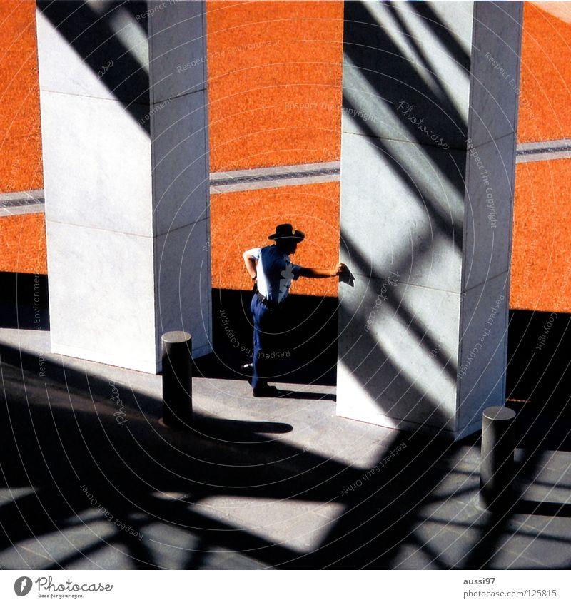 Lone ranger Mann warten beobachten entdecken Kontrolle Geometrie Schattenspiel Wächter überwachen Ranger Öffentlicher Dienst