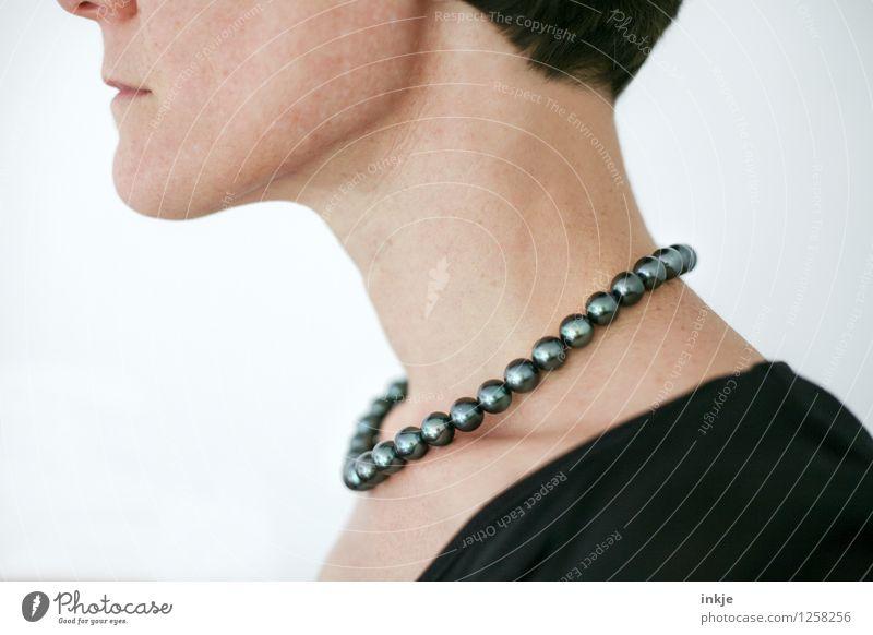 Meeresschatz Lifestyle Reichtum Stil schön Frau Erwachsene Leben Hals Frauenhals 1 Mensch Schmuck Halskette Kollier Perlenkette Tahiti authentisch elegant