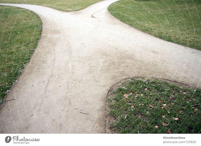 Icks Lateinisches Alphabet Entscheidung unentschlossen Zweifel verbinden Zusammensein gehen Spaziergang Luft Park grün Grünfläche Wiese gepflegt Verkehrswege