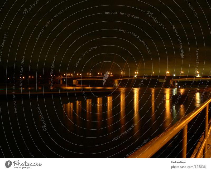 bridgelights Nachtaufnahme Worms dunkel schwarz Abenddämmerung Wasserfahrzeug Reflexion & Spiegelung Brücke Langzeitbelichtung Licht Rhein Fluss gold