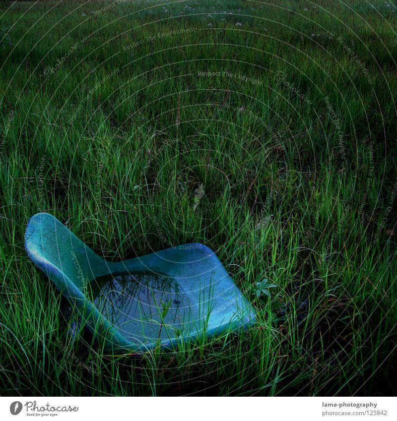 Take a seat Wasser alt grün blau Pflanze Wiese Gras See Regen Küste dreckig Umwelt nass Erde Platz