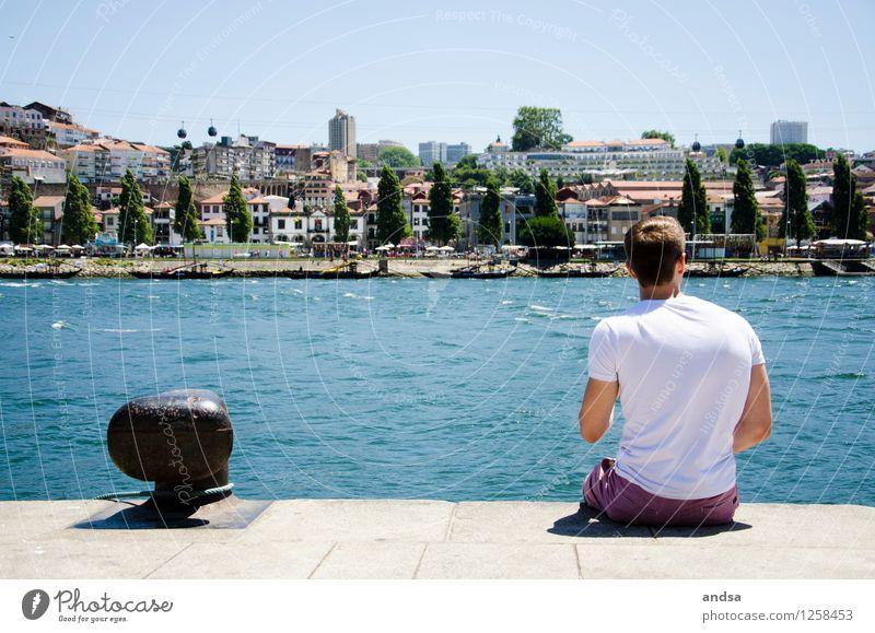 Porto I Mensch maskulin Junger Mann Jugendliche 1 18-30 Jahre Erwachsene Landschaft Wolkenloser Himmel Schönes Wetter Wellen Küste Flussufer Portugal Stadt Haus