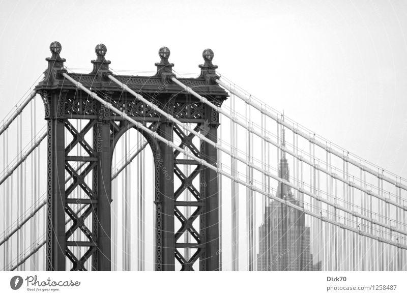 New York nostalgisch I Stadt Architektur Gebäude Linie Metall Tourismus Hochhaus retro Brücke Seil Turm Vergangenheit Wahrzeichen Verkehrswege Stadtzentrum