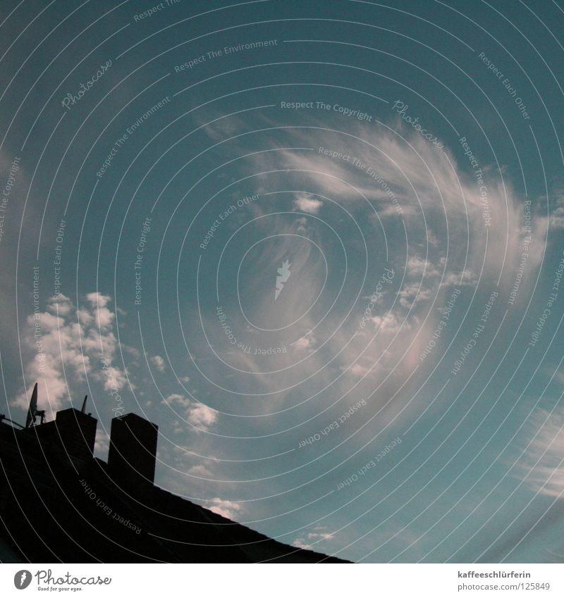wischwaschwölkchen Himmel weiß blau Wolken Dach türkis Schornstein Schleier