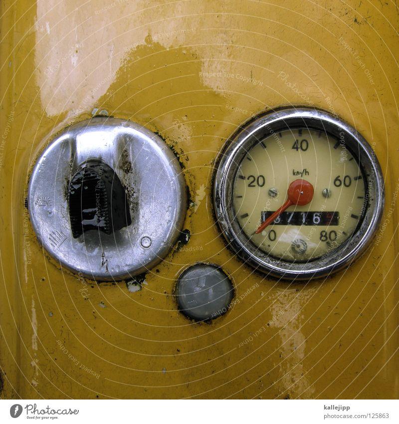 zählerfred Tankdeckel Tachometer Geschwindigkeit Kilometer pro Stunde Mobilität unterwegs fahren Kleinmotorrad Schwalben braun gelb Schalter Zähler Sprit