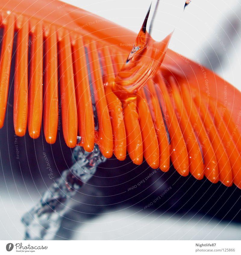 gekämmtes Wasser Wasser schön Farbe orange Reinigen Sauberkeit Bad Flüssigkeit Strahlung Abfluss Wasserhahn Bürste Kamm Wasserstrahl Haarpflege Wasserverschwendung