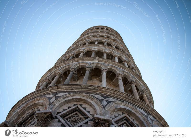 was wäre... Ferien & Urlaub & Reisen blau Gebäude außergewöhnlich Zufriedenheit Tourismus hoch Idee Italien Turm Neigung Bauwerk Höhenangst Fernweh Wolkenloser Himmel Wahrzeichen