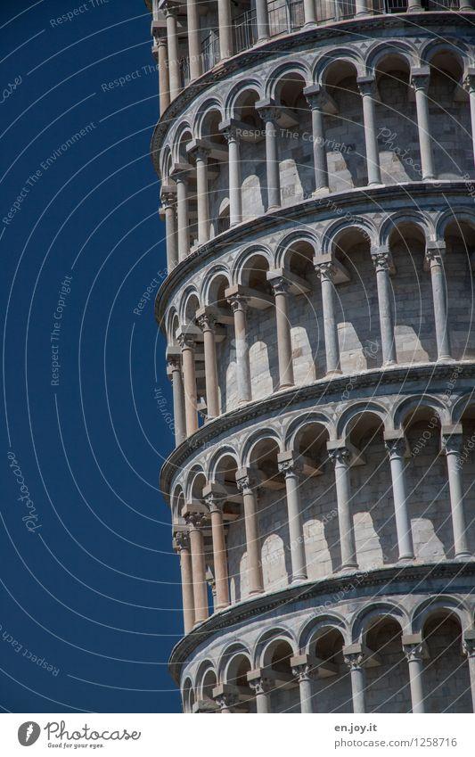 gerade ungerade... Ferien & Urlaub & Reisen blau Gebäude außergewöhnlich Fassade Zufriedenheit Tourismus hoch Kreativität Ausflug Italien Turm Neigung Sicherheit Bauwerk Wahrzeichen