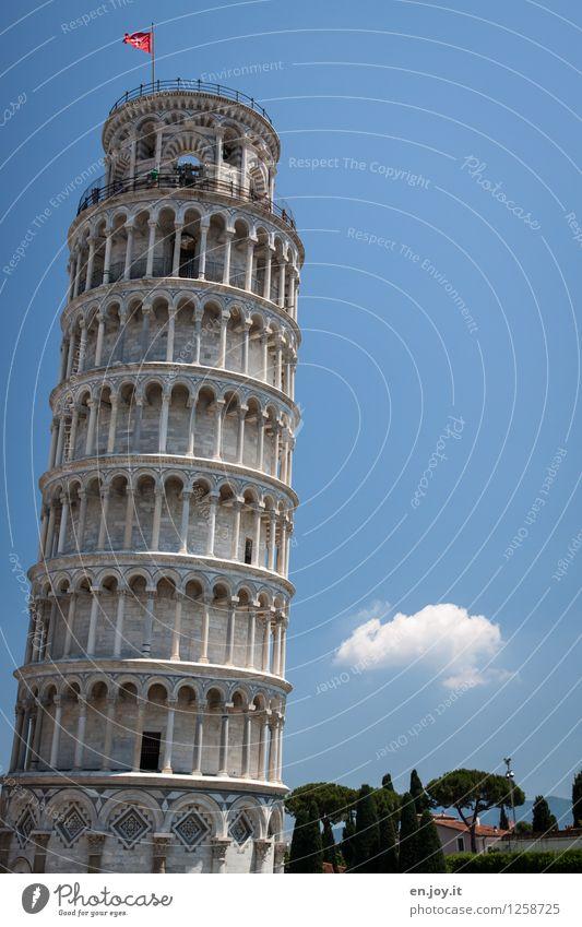 unvollkommen Ferien & Urlaub & Reisen alt blau Gebäude außergewöhnlich Zufriedenheit Tourismus hoch Ausflug Italien rund Turm Neigung Bauwerk Fahne Fernweh