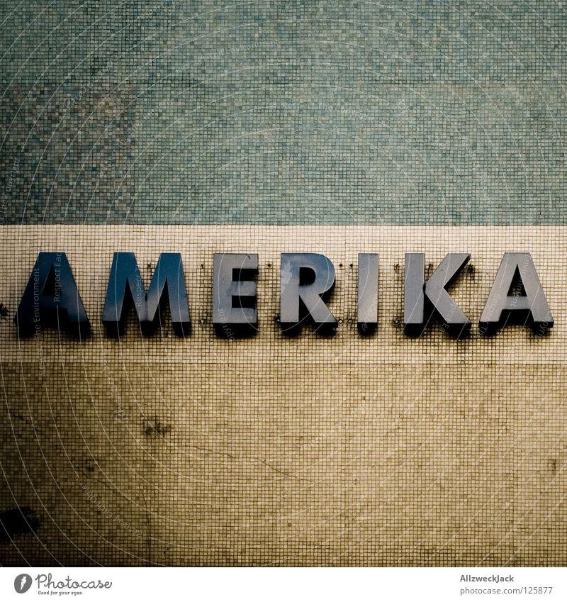 i like to be in... alt Wand Stein dreckig USA Schriftzeichen Buchstaben Amerika Typographie Mosaik Kontinente