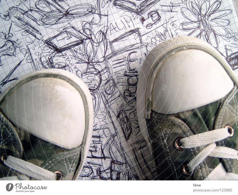 Shoes are made for walking Langeweile Kritzelei kaputt Schuhe dreckig Blume Block Bekleidung Chuck's Graffiti Schmierereinen Schriftzeichen Karopapier