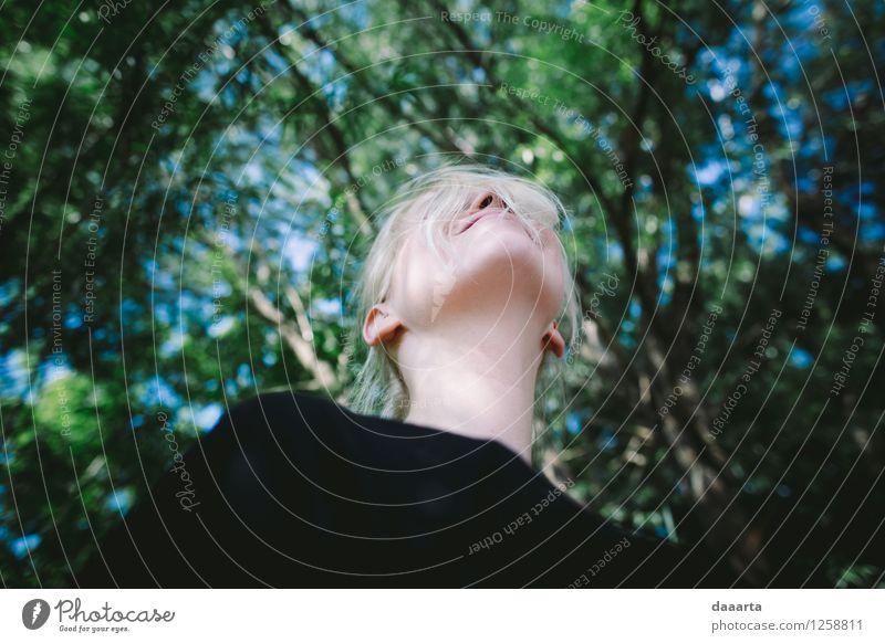 Himmel ist oben Natur Sommer Baum Landschaft Blatt Freude Leben Gefühle feminin Lifestyle Spielen Garten Freiheit Stimmung wild