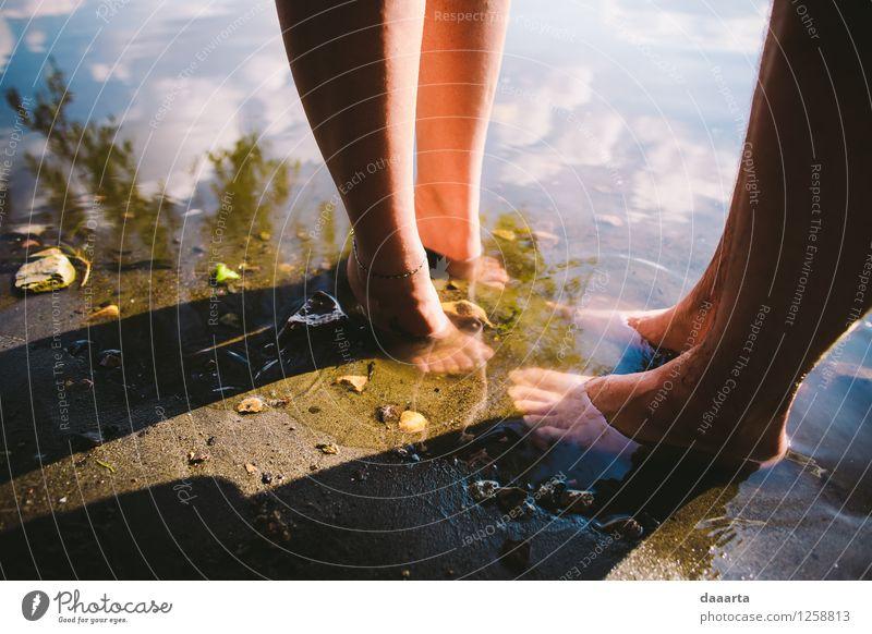 Mensch Natur Sommer Erholung Freude Leben Küste feminin Lifestyle Stil Beine Freiheit See Stimmung Fuß maskulin