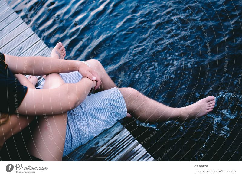 Chillen auf dem Wasser Ferien & Urlaub & Reisen Sommer Erholung Freude Leben Liebe Gefühle Stil Spielen Beine Lifestyle Freiheit Stimmung Freundschaft