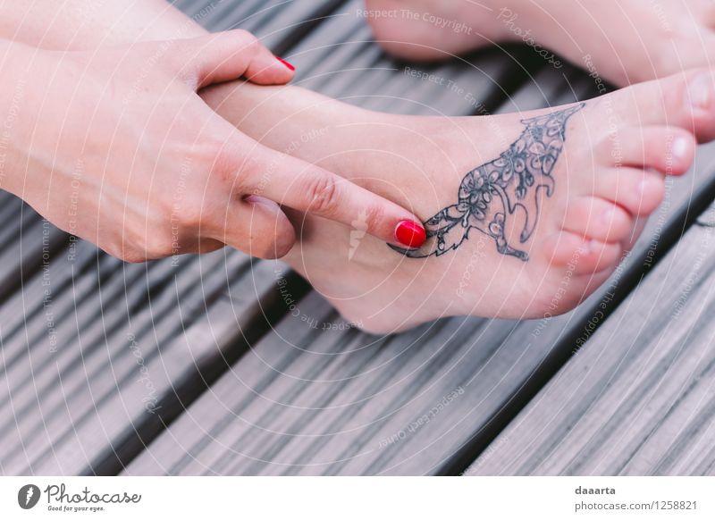 Tätowierungsfuchs Lifestyle elegant Stil Freude schön Nagellack Tattoo tätowiert Leben harmonisch Freizeit & Hobby Abenteuer Freiheit Sightseeing Flirten