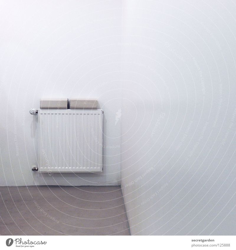 iHeat Bad Heizkörper Papier Handtuch Vorrat sehr wenige Haus Wand Raum weiß ruhig Erholung nass Sauberkeit Wohnung Möbel puristisch rein Licht erleuchten rund