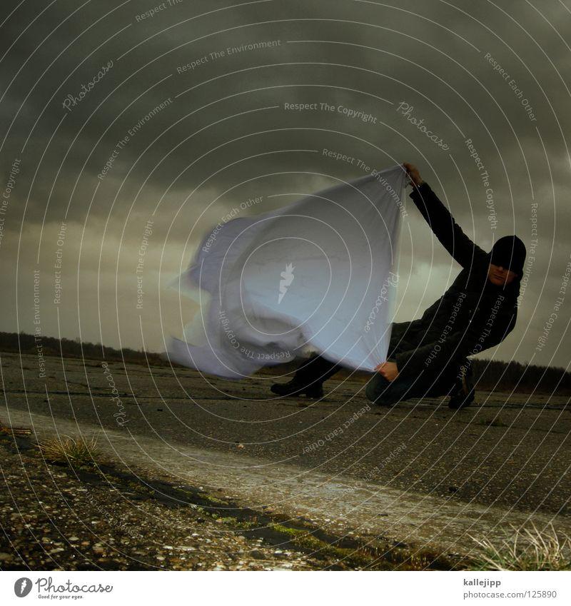 kalle vs. emma Mensch Mann weiß Wolken Einsamkeit Landschaft Luft Regen Wetter Wind Klima Schilder & Markierungen Energiewirtschaft nass Beton Beginn