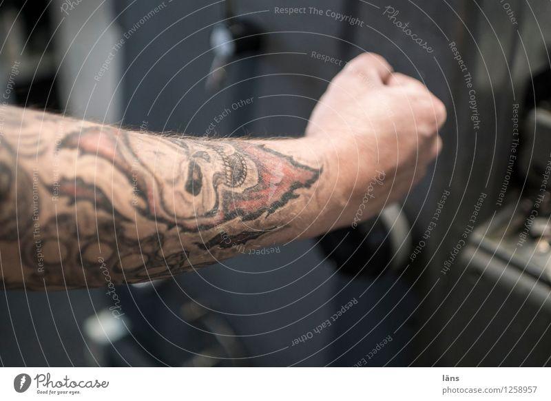 Druck ausüben Drucker Druckerei Arbeitsplatz Druckmaschine Technik & Technologie Mensch maskulin Arme 1 anstrengen Tattoo Schädel Faust drücken drucken