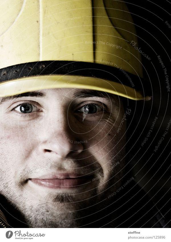Safety First! Bauarbeiter Bauherr Handwerk Handwerker Baustelle Helm Schutzhelm Sicherheit Unfall Kopfbedeckung Porträt Mann maskulin hart stark