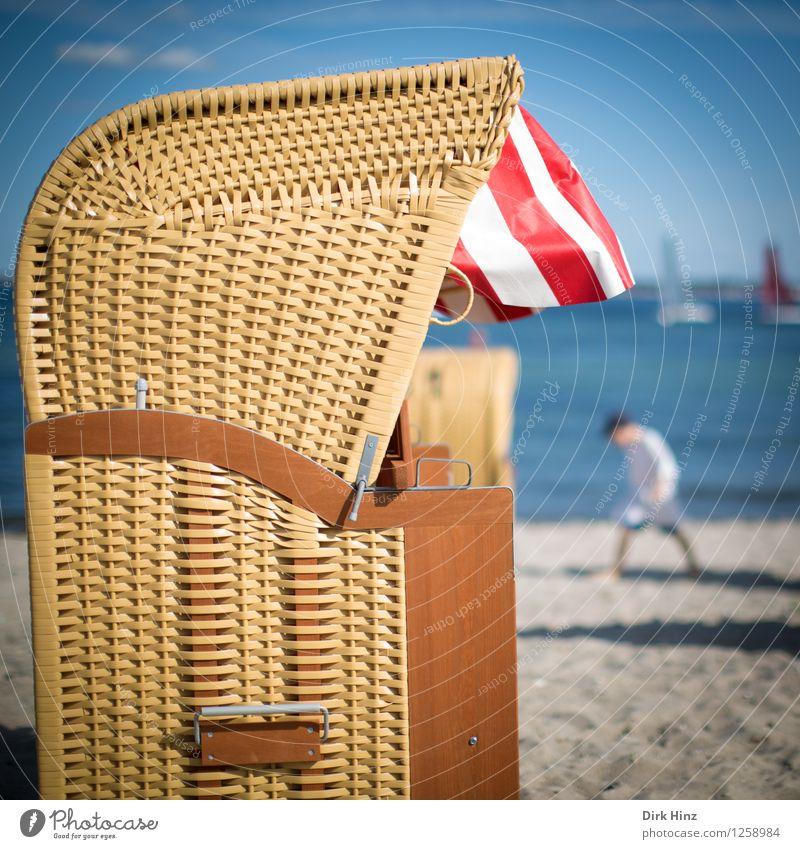 Strandtag I Kind Kindheit 1 Mensch 8-13 Jahre Umwelt Natur Sand Wasser Sonne Sommer Küste Ostsee Meer blau braun rot Ferien & Urlaub & Reisen Urlaubsort