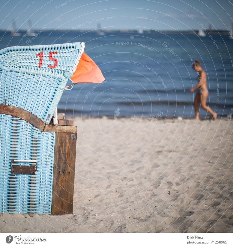 Strandtag II Mensch Frau Himmel Natur Ferien & Urlaub & Reisen blau Sommer Wasser Meer Freude Erwachsene Umwelt feminin Küste grau